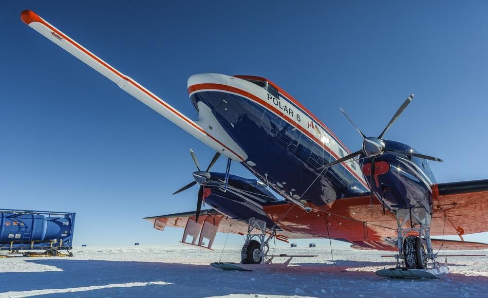 Forschungsflugzeuge wie hier die Polar 6 werden in der Antarktis im Einsatz sein. Mit ihrer Hilfe kann die Topographie unter dem Eis bestimmt werden. (Bild: Martin Leonhardt, AWI)
